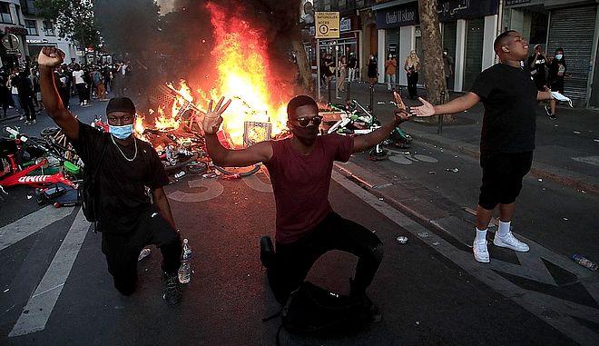 Από τη διαδήλωση στο Παρίσι