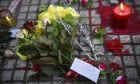 Λουλούδια, κεριά και σημειώματα στο πεζοδρόμιο την Δευτέρα 24 Σεπτεμβρίου 2018, έξω από το κοσμηματοπωλείο στην οδό Γλάδστωνος στην Ομόνοια όπου βρήκε το θάνατο ο 33χρονος Ζακ Κωστόπουλος μετά από τον άγριο ξυλοδαρμό του.
