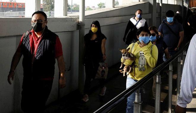 Κάτοικοι στην Πόλη του Μεξικού