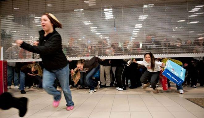 Αντίθετοι με τη Black Friday οι ιδ. υπάλληλοι: 'Εκμεταλλεύονται καταναλωτές και εργαζόμενους'