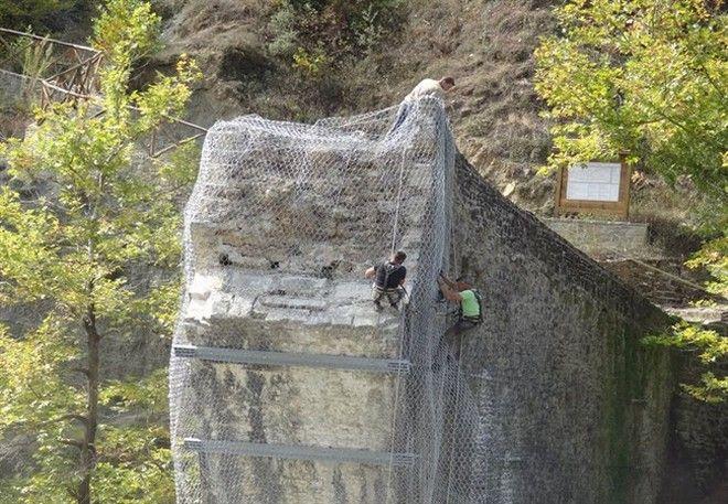 'Ξαναγεννιέται' το ιστορικό γεφύρι της Πλάκας