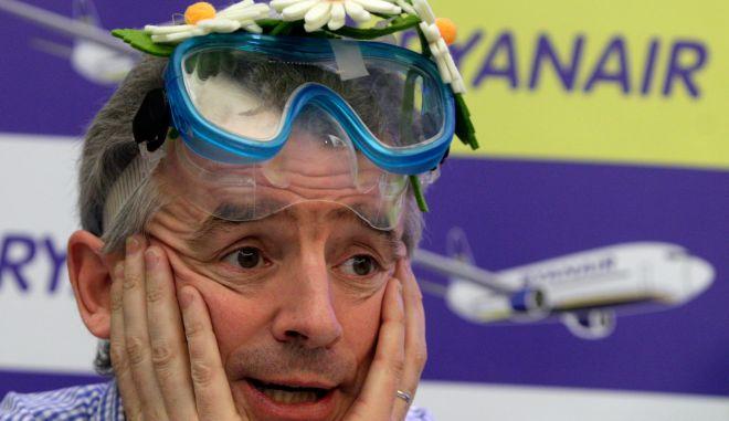 Ryanair: Χρυσάφι στα πόδια των πιλότων για να γλυτώσει το φιάσκο των ακυρώσεων