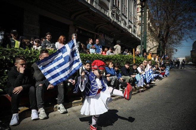Στιγμιότυπο από την στρατιωτική παρέλαση της 25ης Μαρτίου στο Σύνταγμα.