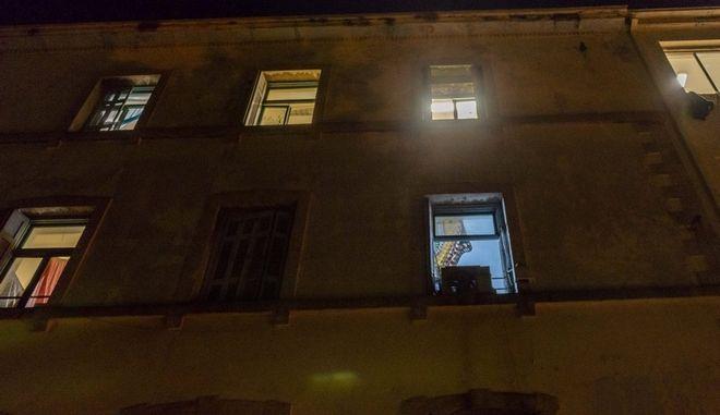 Αστυνομική επιχείρηση στο κτίριο που βρίσκεται στη συμβολή των οδών Οκταβίου Μερλιέ και Πρασσά