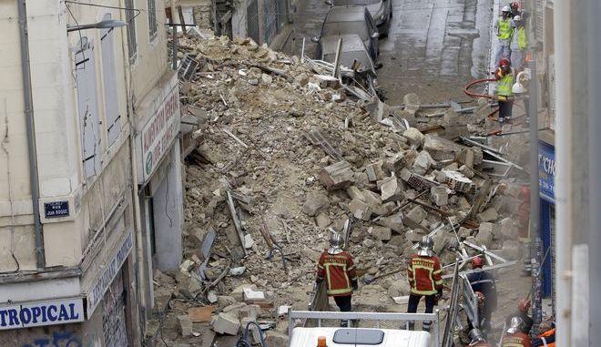 Συνεργεία διάσωσης στα κτίρια που κατέρρευσαν στην Μασσαλία