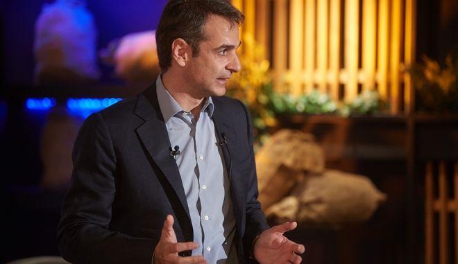 Ο Πρόεδρος της Νέας Δημοκρατίας, Κυριάκος Μητσοτάκης, συζητά με τοπικούς φορείς της Ρόδου. στο πλαίσιο της διήμερης επίσκεψής του στη Σύμη και τη Ρόδο. (EUROKINISSI/ΓΡΑΦΕΙΟ ΤΥΠΟΥ ΝΔ/ΔΗΜΗΤΡΗΣ ΠΑΠΑΜΗΤΣΟΣ)