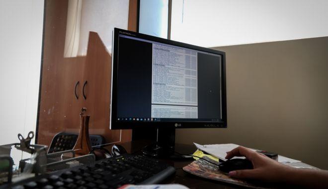 Στιγμιότυπα απο Φοροτεχνικό - Λογιστικό γραφείο την Τρίτη 23 Ιουνίου 2020. (EUROKINISSI / ΒΑΣΙΛΗΣ ΡΕΜΠΑΠΗΣ)