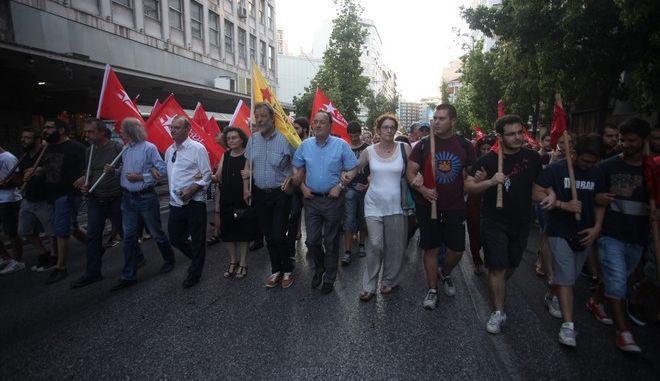 """Συλλαλητήριο από την """"Λαϊκή Ενότητα"""" την Τρίτη 5 Ιουλίου 2016, με αφορμή τη συμπλήρωση ενός χρόνου από το δημοψήφισμα του περασμένου καλοκαιριού. (EUROKINISSI/ΑΛΕΞΑΝΔΡΟΣ ΖΩΝΤΑΝΟΣ)"""