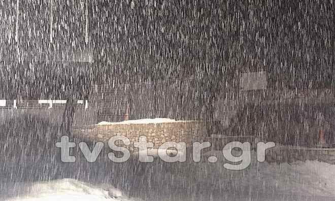 Έφτασε ο 'Θησέας'- Ισχυρές καταιγίδες σε όλη τη χώρα, χιόνια στα ορεινά