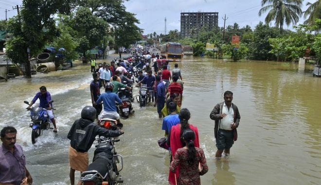 324 νεκροί στις χειρότερες πλημμύρες των τελευταίων 100 ετών στην Ινδία