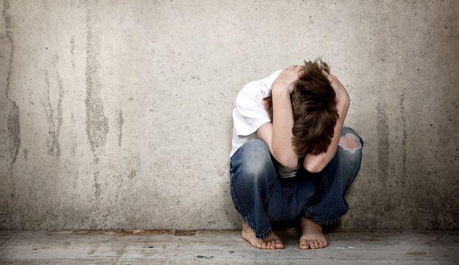 Κακοποιημένοι ανήλικοι: Το Υπ. Δικαιοσύνης ξοδεύει κρατικό χρήμα για θεσμικό πλαίσιο που υπάρχει ήδη