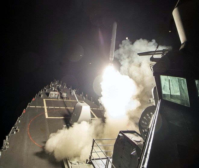 Επίθεση ΗΠΑ με 59 πυραύλους σε αεροπορική βάση στη Συρία