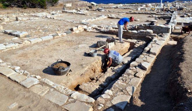 Η ανασκαφική περίοδος στη θέση Μάντρα στην ακατοίκητη νησίδα Δεσποτικό διήρκησε από 2 Ιουνίου έως 8 Ιουλίου 2011. Στη φωτογραφία γενική άποψη  νότιου συγκροτήματος. (EUROKINISSI // ΥΠΟΥΡΓΕΙΟ ΠΟΛΙΤΙΣΜΟΥ ΚΑΙ ΤΟΥΡΙΣΜΟΥ / ΓΡΑΦΕΙΟ ΤΥΠΟΥ)