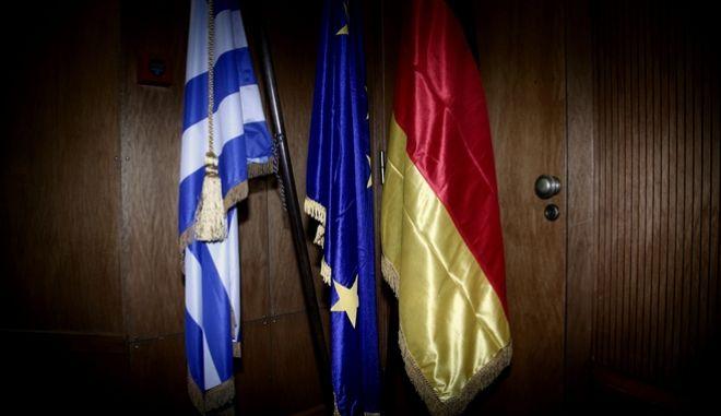 Νόλτε: Η νέα γερμανική κυβέρνηση θα στηρίξει την Ελλάδα για να την κρατήσει στο ευρώ