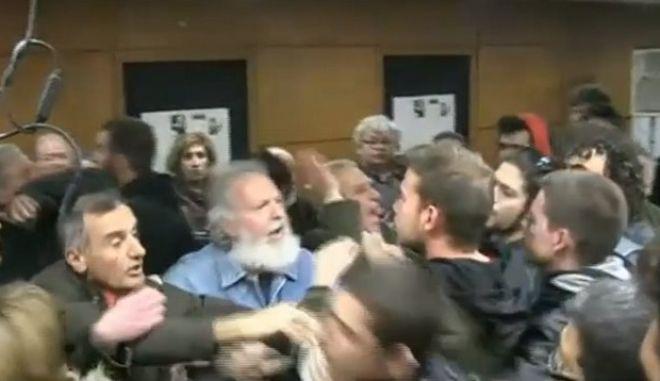 Επεισόδια μεταξύ στελεχών ΣΥΡΙΖΑ και ΛΑΕ πριν από την ομιλία Παππά