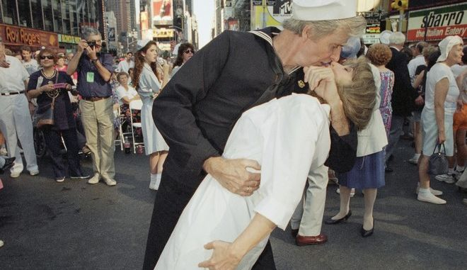 Bill and Dale Schramm recreate the pose made famous by Carl Muscarello and Edith Shain from the famous 1945 Life Magazine photograph by Alfred Eisenstaedt, in New Yorks Times Square on August 13, 1995. Times Square once again became crossroads of the world when the city threw a block party to commemorate the end of World War II 50 years ago. Times Square is where the moving headlines broadcast the words Japan Surrenders, War Ends and Peace on August 4, 1945. The messages touched off an impromptu celebration that had people kissing and hugging and dancing in the streets. (AP Photo/Anders Krusberg)