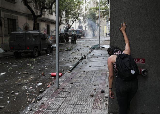 Διαδηλώτρια στο Σαντιάγο, Χιλή