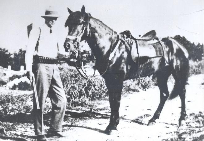 Ο Κωνσταντίνος Καραμανλής φοιτητής σε κυνηγετική εκδρομή