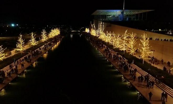 Άναψε το Χριστουγεννιάτικο Δέντρο στο Κέντρο Πολιτισμού Ίδρυμα Σταύρος Νιάρχος