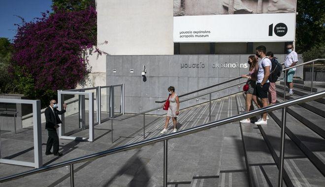 Κορονοϊός - διασπορά: Μειώνεται ο αριθμός των κρουσμάτων σε Αττική και Θεσσαλονίκη