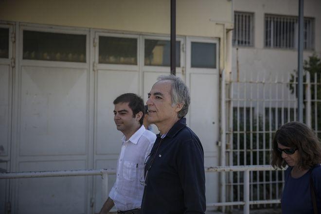 Ο Δημήτρης Κουφοντίνας βγαίνει από τις φυλακές Κορυδαλλού με 48ωρη άδεια.