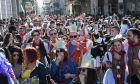 Καρναβαλιστές στους δρόμους της Πάτρας εν μέσω κορονοϊού