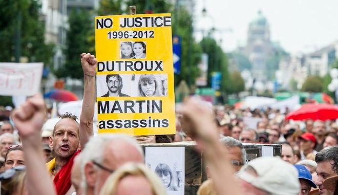Διαδήλωση για τα θύματα του παιδεραστή δολοφόνου Μαρκ Ντιτρού τον Αύγουστο του 2012 στις Βρυξέλλες
