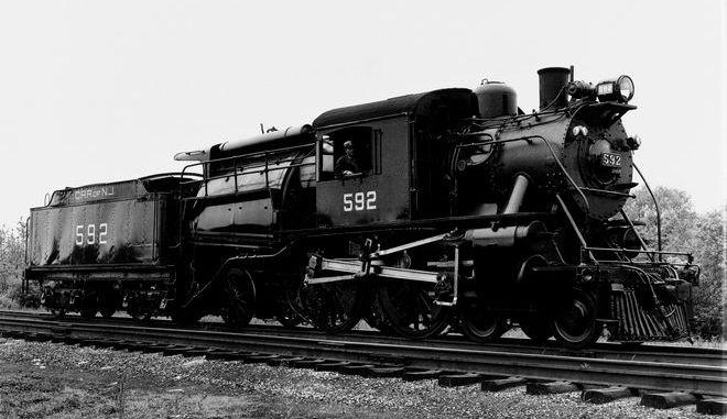 Η ατμομηχανή 592