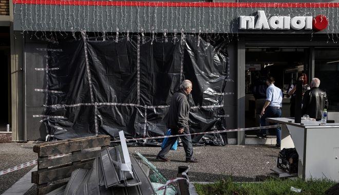 Ληστεία με εισβολή αυτοκινήτου σε κατάστημα ηλεκτρονικών ειδών