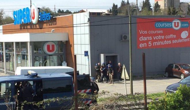 Όμηροι σε σούπερ μάρκετ στη Γαλλία (twitter)