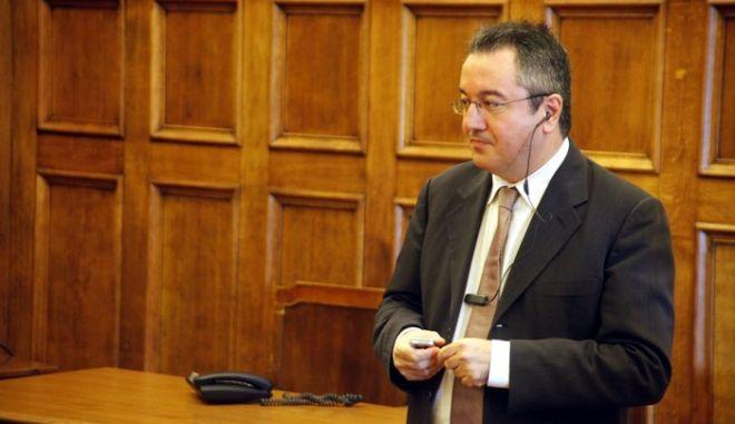 """25-8-2011-ΑΘΗΝΑ-ΒΟΥΛΗ-ο υπουργός Επικρατείας Ηλίας Μόσιαλος (φωτογραφία) ενημερώνει τον Κοινοβουλευτικό Τομέα Εργασίας (ΚΤΕ) Εσωτερικών, Αποκέντρωσης και Ηλεκτρονικής Διακυβέρνησης του ΠΑΣΟΚ για το σχέδιο """"Αναδιοργάνωση της ΕΡΤ ΑΕ"""".(EUROKINISSI-ΓΙΩΡΓΟΣ ΚΟΝΤΑΡΙΝΗΣ)"""