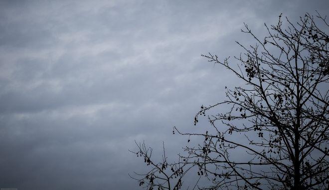 Σύννεφα σκεπάζουν τον ουρανό πάνω από την Αθήνα την Παρασκευή 9 Φεβρουαρίου 2018. (EUROKINISSI/ΓΙΩΡΓΟΣ ΚΟΝΤΑΡΙΝΗΣ)