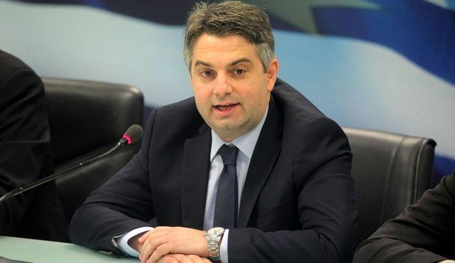 O υπουργός Ανάπτυξης και Ανταγωνιστικότητας Νίκος  Δένδιας παρουσιάζει την Δευτέρα 3 Νοεμβρίου 2014, τη νομοθετική ρύθμιση για τη διευθέτηση χρεών των μικρών επιχειρήσεων και των επαγγελματιών.  (EUROKINISSI/ΚΩΣΤΑΣ ΚΑΤΩΜΕΡΗΣ)