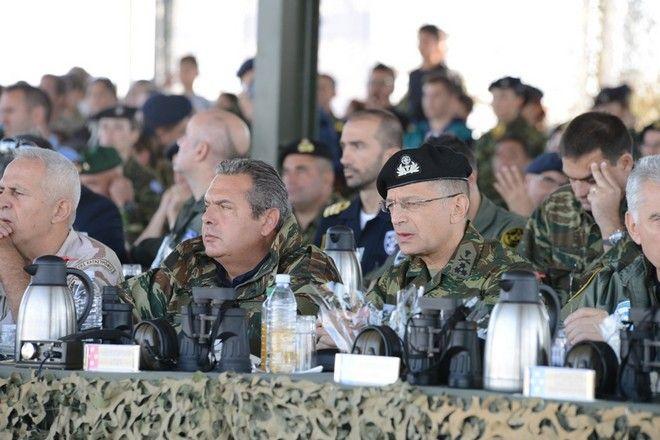 Ο Υπουργός Εθνικής Άμυνας Πάνος Καμμένος, ο Αρχηγός ΓΕΕΘΑ Ναύαρχος Ευάγγελος Αποστολάκης ΠΝ, ο Αρχηγός ΓΕΣ Αντιστράτηγος Αλκιβιάδης Στεφανής, ο Αρχηγός ΓΕΝ Αντιναύαρχος Νικόλαος Τσούνης ΠΝ και ο Αρχηγός ΓΕΑ Αντιπτέραρχος (Ι) Χρήστος Χριστοδούλου παρακολούθησαν την τελική φάση της Τακτικής Άσκησης Μετά Στρατευμάτων (ΤΑΜΣ) «ΠΑΡΜΕΝΙΩΝ 2017» στο πεδίο βολής «Ψηλός Στάλος» στα Λάβαρα Έβρου. Παρασκευή 6 Οκτώβρη 2017. (EUROKINISSI / ΓΡ.ΤΥΠΟΥ ΥΠΕΘΑ)