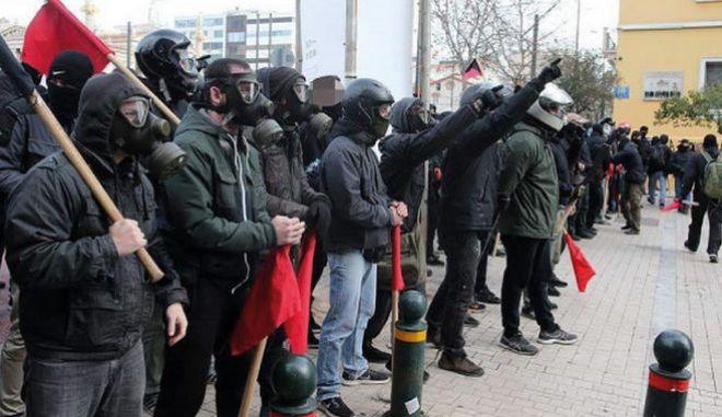 """Αντισυγκέντρωση από αντιεξουσιαστές """"απέναντι"""" από το συλλαλητήριο για την Μακεδονία"""