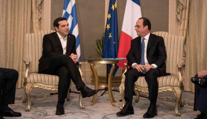 Τσίπρας - Ολάντ: Επιβεβλημένη η συμφωνία ως το Eurogroup και η λήψη μέτρων για το χρέος