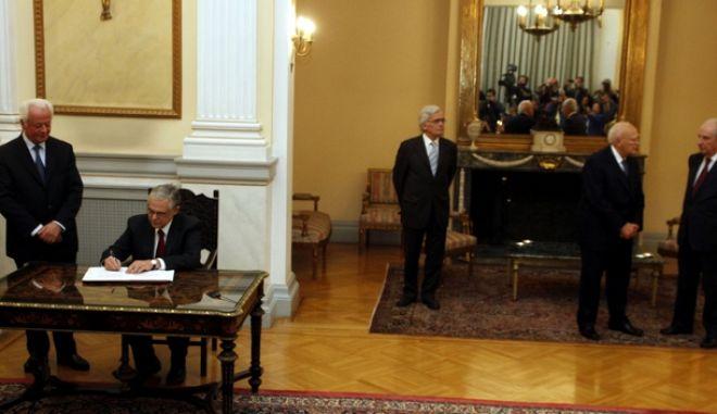ΑΘΗΝΑ-Προεδρικό Μέγαρο -ορκίζεται ο νέος Πρωθυπουργός Λουκάς Παπαδήμος και η νέα κυβέρνηση.(EUROKINISSI-ΓΙΩΡΓΟΣ ΚΟΝΤΑΡΙΝΗΣ)