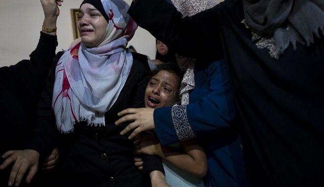 Θρήνος μετά τον θάνατο Παλαιστίνιου εφήβου από ισραηλινά πυρά στη Γάζα