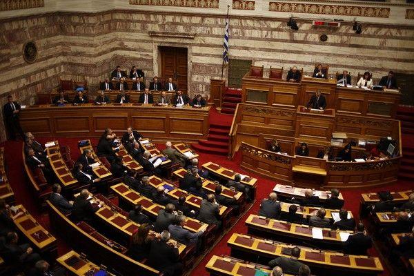 Στην Ολομέλεια της Βουλής άρχισε την Τρίτη 3 Δεκεμβρίου 2014, η συζήτηση για τον προϋπολογισμό του 2014. Η συζήτηση θα είναι πενθήμερη και αναμένεται να κορυφωθεί τα μεσάνυχτα του Σαββάτου, 8 Δεκεμβρίου, με την ομιλία του πρωθυπουργού λίγο πριν τα μεσάνυχτα και την ονομαστική ψηφοφορία που θα διεξαχθεί αμέσως μετά και ενέχει τη μορφή ψήφου εμπιστοσύνης προς την κυβέρνηση. (EUROKINISSI/ΓΙΩΡΓΟΣ ΚΟΝΤΑΡΙΝΗΣ)