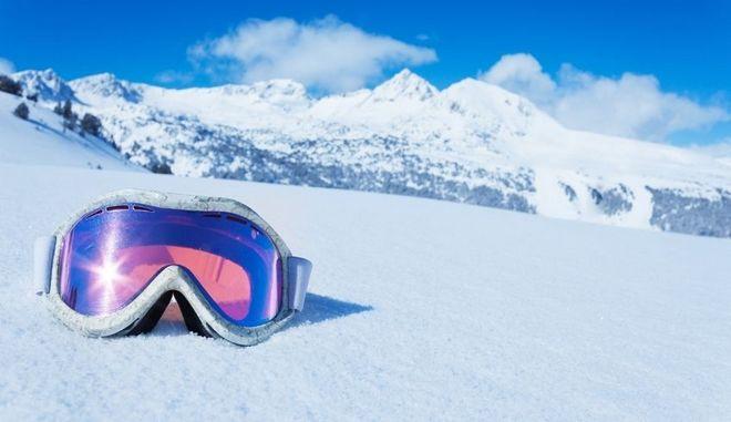 Γυαλιά ηλίου στα χιόνια.