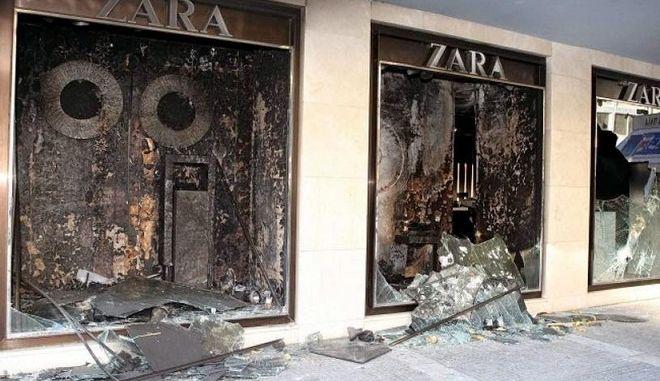 Εργαζόμενοι στα Zara: Διαδηλωτές έσβησαν τη φωτιά. Κάποιοι ήθελαν νέα Μαρφίν λένε οι αναρχικοί