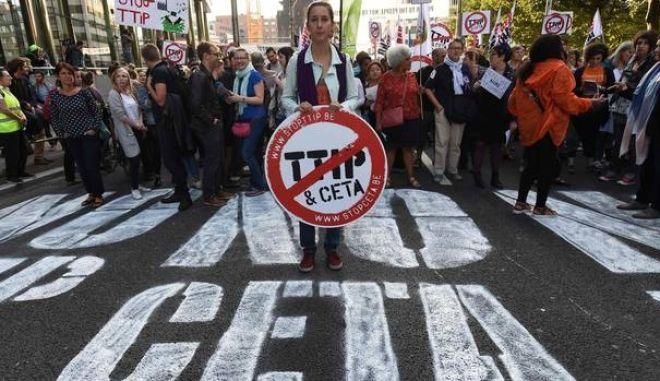 Βρυξέλλες: Χιλιάδες στους δρόμους κατά της TTIP