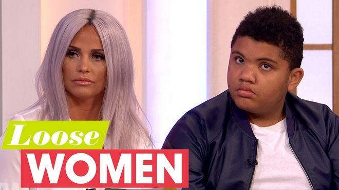 Η Katie Price δήλωσε ότι θα προσλάβει ιερόδουλη για τον ΑμεΑ γιο της