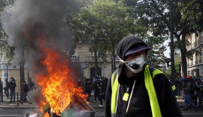 Συγκρούσεις με τα Black Blocs στο Παρίσι