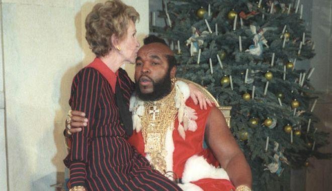 Μία εικόνα 1000 λέξεις: Όταν η Νάνσι Ρίγκαν κάθοταν στα γόνατα του Mr. T