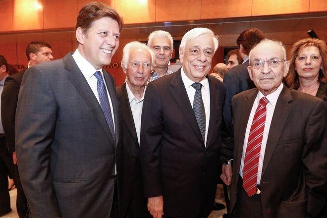 Ο Μίλτος Βαρβιτσιώτης, ο Προκόπης Παυλόπουλος και ο Δημήτρης Σιούφας κατά την παρουσίαση του βιβλίου του Γιάννη Βαρβιτσίωτη με τίτλο