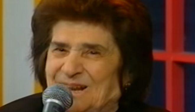 Πέθανε η τραγουδίστρια Άννα Σαρρή Καραμπεσίνη