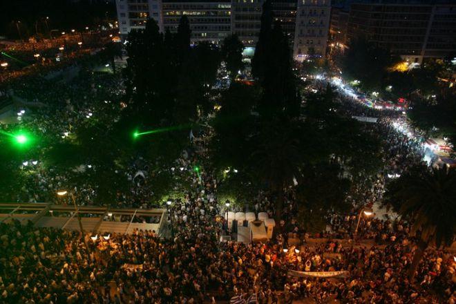 Κατάμεστη η πλατεία Συντάγματος τον Ιούνιο του 2011