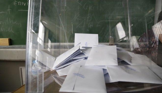 Στιγμιότυπο από τις φοιτητικές εκλογές την Τετάρτη 18 Μαΐου 2016.  (EUROKINISSI/ΣΤΕΛΙΟΣ ΜΙΣΙΝΑΣ)