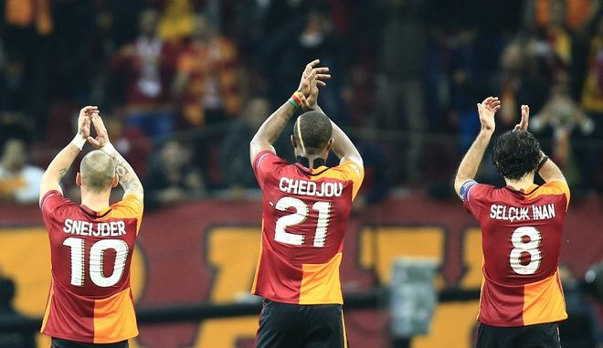 Galatasaray's players applaud supporters after the Champions League Group C soccer match between Galatasaray and Benfica at Turk Telekom Arena Stadium in Istanbul, Turkey, Wednesday, Oct. 21, 2015. Galatasaray won 2-1.(AP Photo/Lefteris Pitarakis)